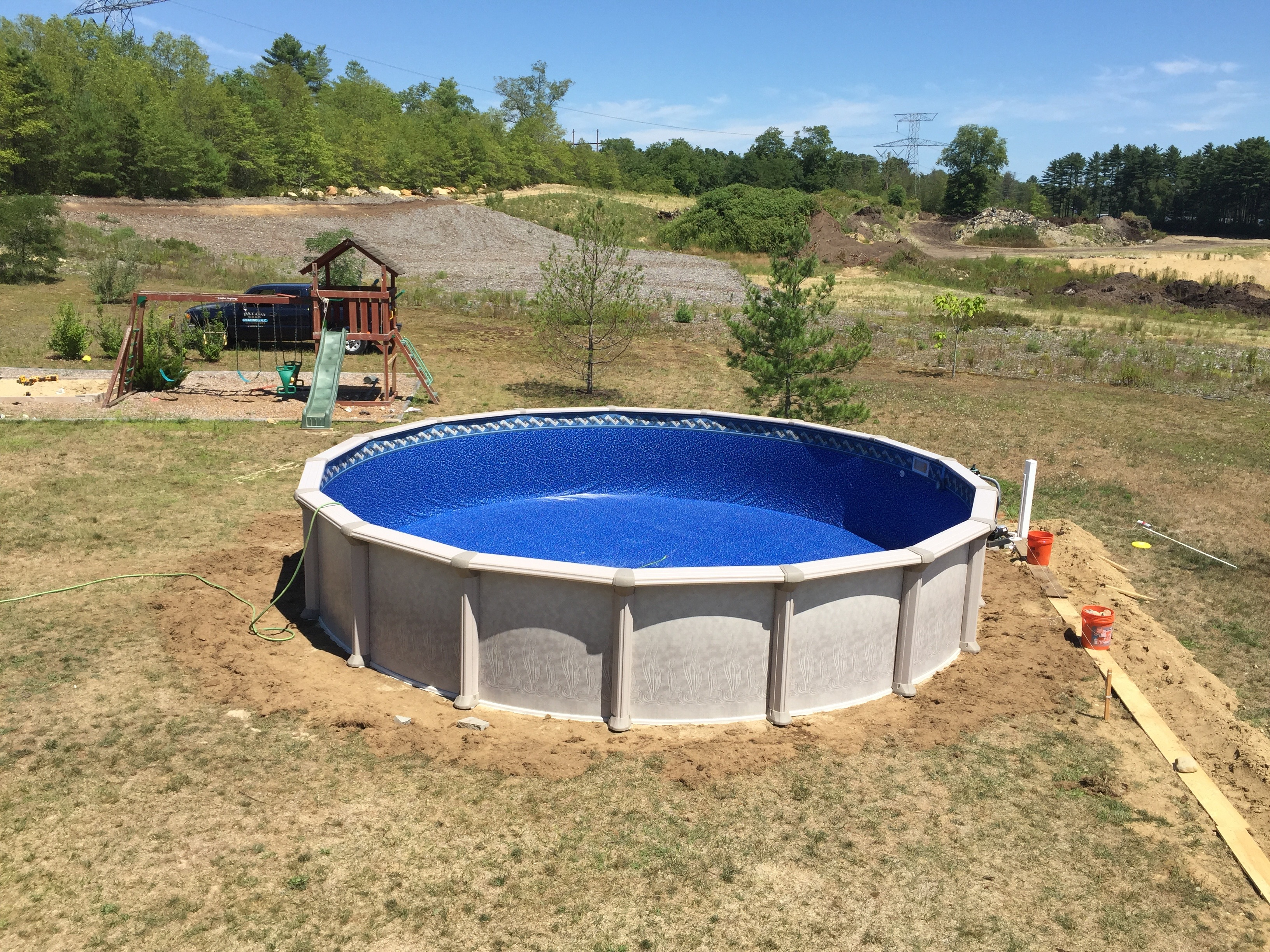 24 ft trevi swimming pool install aquarian pool spa for Trevi pools